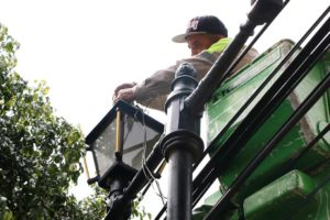 Dan mantenimiento en Xochimilco luminaria pública