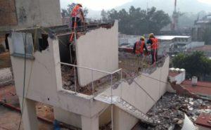 Se trabaja en la demolición en forma artesanal, p ...