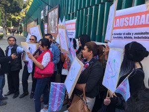 Mujeres TRANS clausuran el PRI, piden disculpas p� ...