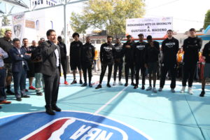 Equipo de básquetbol de la NBA visita la GAM